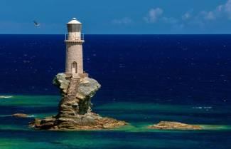 Τουρλίτης: O φάρος της Άνδρου αντέχει στα κύματα απο το 1887 (video)
