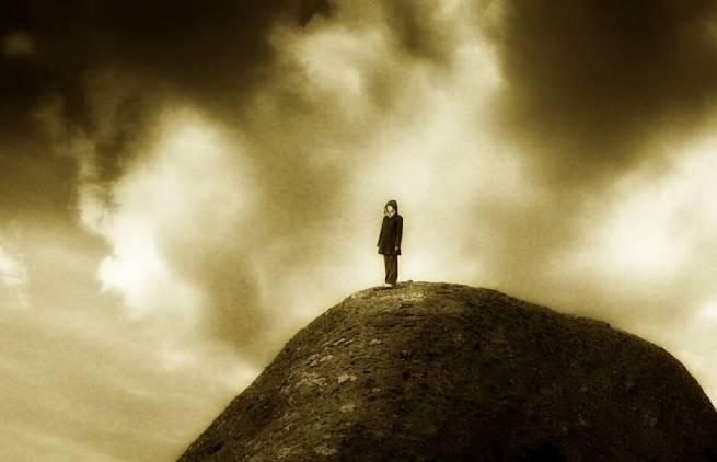 Η μοναχικότητα μοιράζεται. Η μοναξιά όχι.